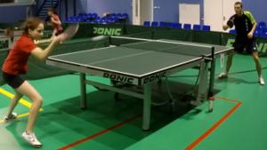 тренировка в настольном теннисе с детьми